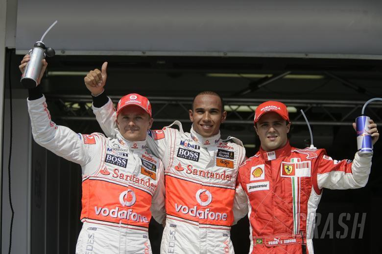Heikki Kovalainen (FIN) McLaren MP4-23, Lewis Hamilton (GBR) McLaren MP4-23, Felipe Massa (BRA) Ferr