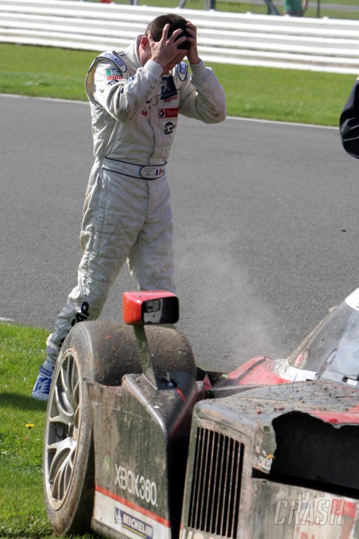 Nicolas Minassian (FRA) and his crashed Peugeot 908 hdi-FAP