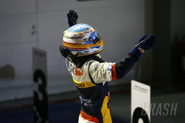 Fernando Alonso (ESP) Renault R28, Singapore F1 Grand Prix, 26th-28th, September 2008