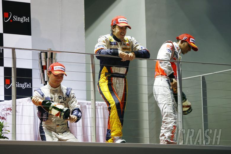 Nico Rosberg (GER) Williams FW30, Fernando Alonso (ESP) Renault R28, Lewis Hamilton (GBR) McLaren MP