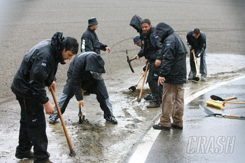 Trying to clear the track, Japanese MotoGP 2009
