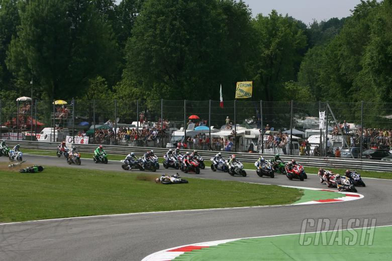 Neukirchner, Roberts, Hill, Corser, Tamada, Start of crash, Monza WSBK Race 1 2009