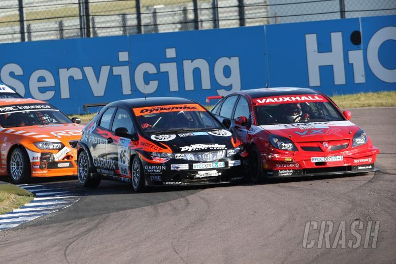 Johnny Herbert (GBR) Team Dynamics Honda and Fabrizio Giovanardi (ITA) - VX Racing Vauxhall Vectra