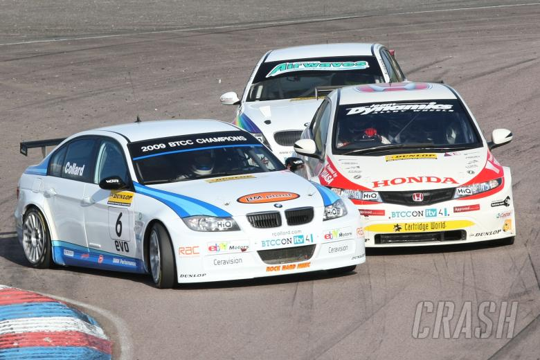 Rob Collard (GBR) - WSR  BMW 320si E90 and Matt Neal (GBR) - Honda Racing, Honda Civic collide