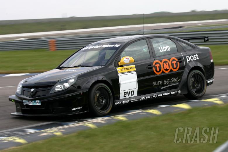 Daniel Lloyd (GBR) Triple Eight Race Engineering Vauxhall Vectra