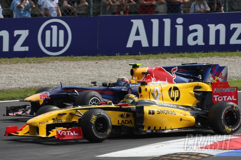 Race, Robert Kubica (POL), Renault F1 Team, R30 and Mark Webber (AUS), Red Bull Racing, RB6