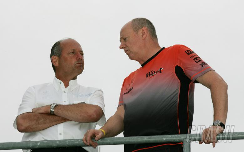 Ron Dennis and Steve Hallam discuss tactics at the United States Formula One Grand Prix