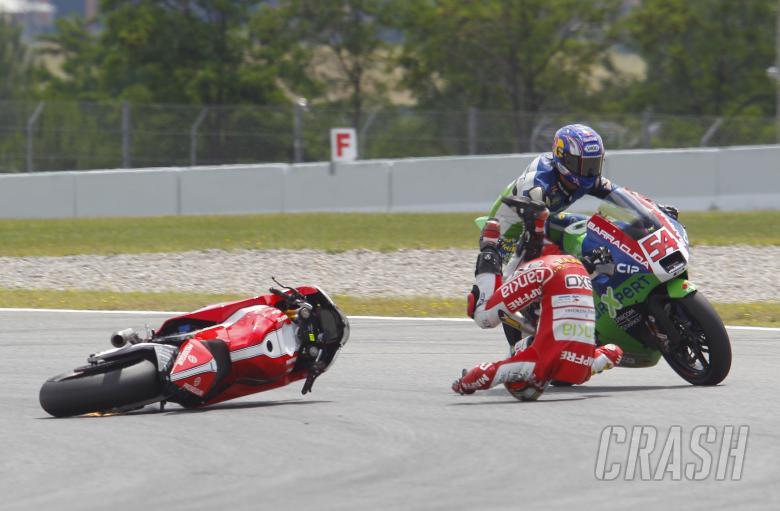 Simon and Sofuoglu crash, Moto2, Catalunya MotoGP 2011