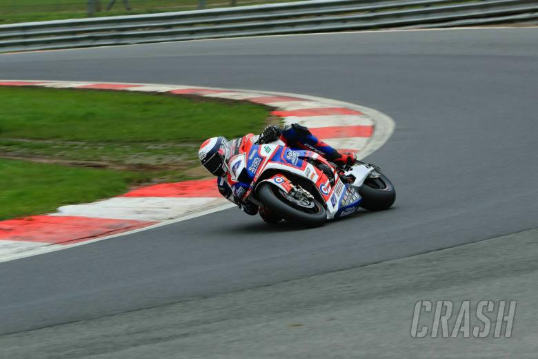 British Superbikes: Dixon darts to Knockhill pole position