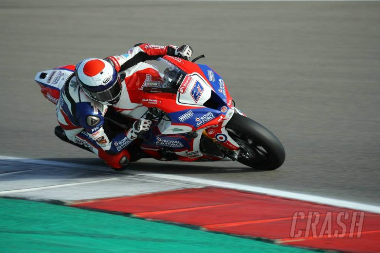 British Superbikes: Unwell Dixon continues flawless BSB Showdown start