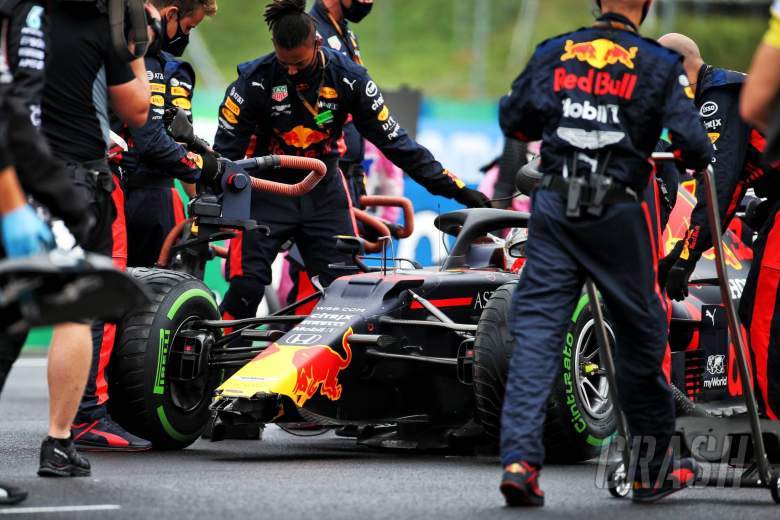 Max Verstappen (NLD) Red Bull Racing RB16 on the grid with a broken front wing after crashing leaving the pits.