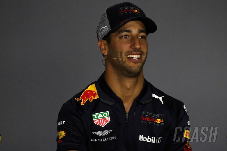 F1: Ricciardo denies signing F1 pre-agreement with Ferrari