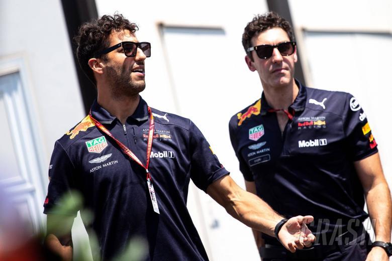Ricciardo sets deadline for F1 future deal
