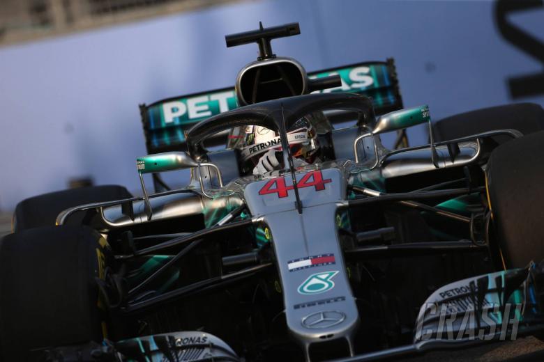 F1: Hamilton predicts three-way fight in Singapore