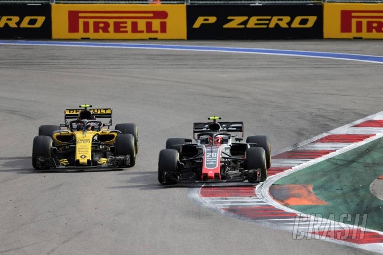 30.09.2018 - Race, Carlos Sainz Jr (ESP) Renault Sport F1 Team RS18 and Kevin Magnussen (DEN) Haas F1 Team VF-18