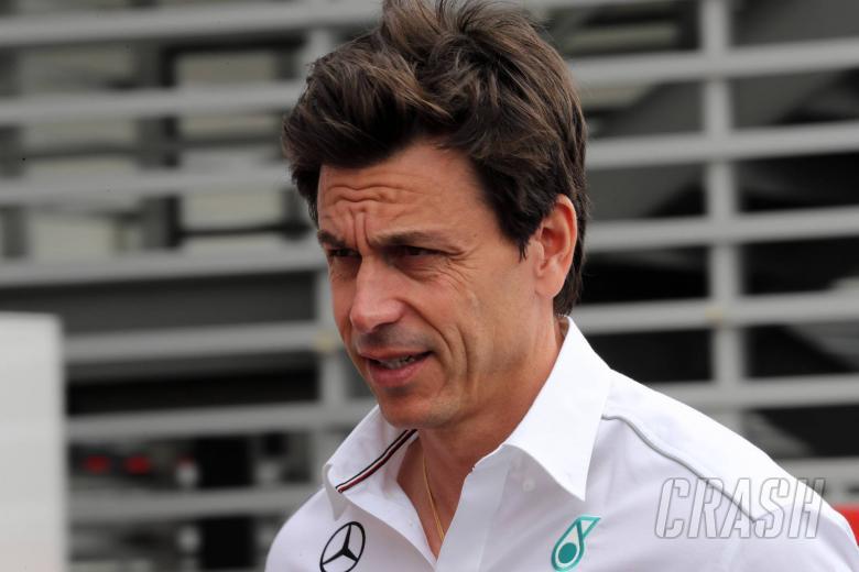 Wolff cedera lutut saat perayaan Mercedes F1