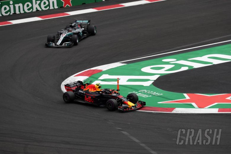 28.10.2018 - Race, Max Verstappen (NED) Red Bull Racing RB14 and Lewis Hamilton (GBR) Mercedes AMG F1 W09