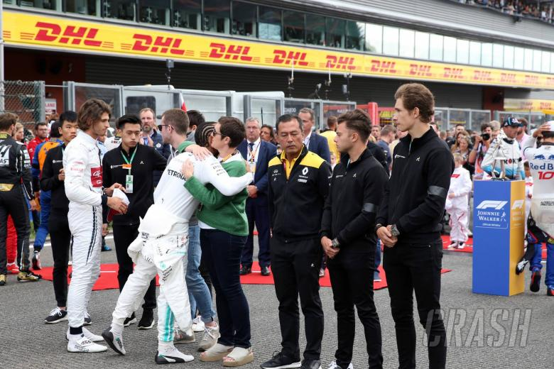 01.09.2019 - Race, The grid pays tribute to Anthoine Hubert, Lewis Hamilton (GBR) Mercedes AMG F1 W10 and the mother of Anthoine Hubert
