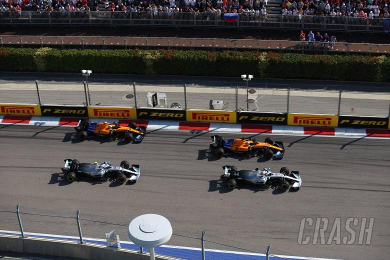 29.09.2019- Race, Lewis Hamilton (GBR) Mercedes AMG F1 W10 EQ Power in fight with Carlos Sainz Jr (ESP) Mclaren F1 Team MCL34