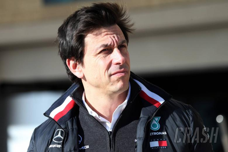 "Wolff mengesampingkan ""cerita tidak masuk akal"" tentang keluarnya Mercedes F1"