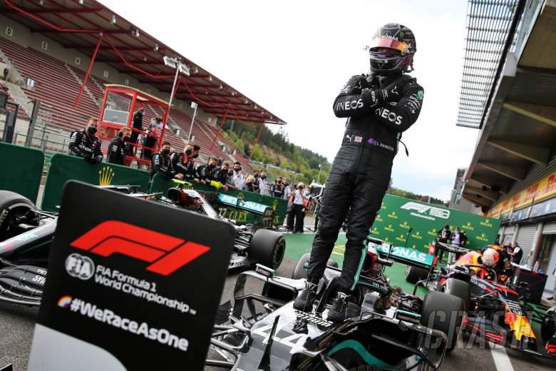 Hamilton melaju menuju kemenangan GP F1 Belgia di depan Bottas