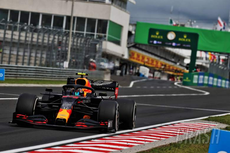 Albon keeps fifth place after Red Bull F1 'grid drying'