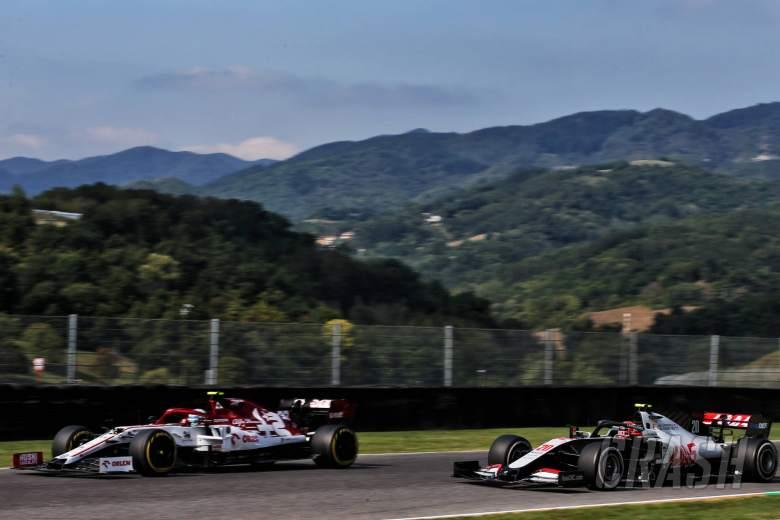 Antonio Giovinazzi (ITA) Alfa Romeo Racing C39 and Kevin Magnussen (DEN) Haas VF-20.