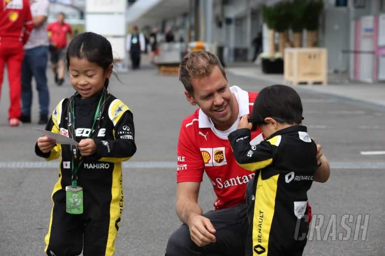 05.10.2017- Sebastian Vettel (GER) Scuderia Ferrari SF70H with young fans