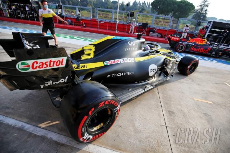 Daniel Ricciardo (AUS) Renault F1 Team RS20 leaves the pits.