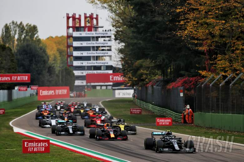 Valtteri Bottas (FIN) Mercedes AMG F1 W11 leads at the start of the race.