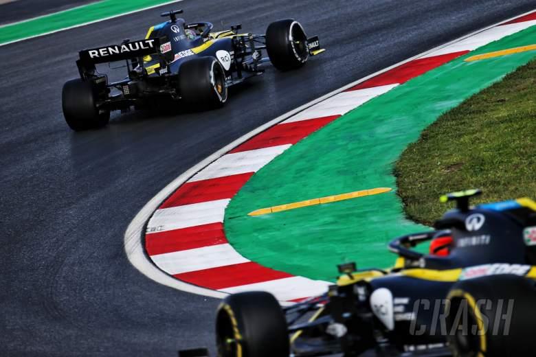 Daniel Ricciardo (AUS) Renault F1 Team RS20 leads team mate Esteban Ocon (FRA) Renault F1 Team RS20.