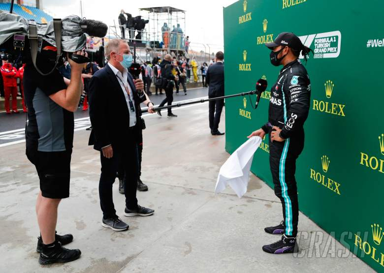 Lewis Hamilton (GBR) Mercedes AMG F1 in parc ferme with Martin Brundle (GBR) Sky Sports Commentator.