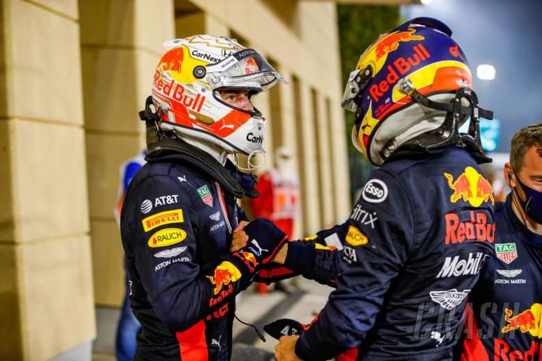 (L to R): Max Verstappen (NLD) Red Bull Racing merayakan posisi kedua dengan rekan setimnya yang berada di posisi ketiga Alexander Albon (THA) Red Bull Racing.