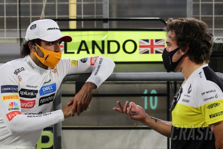 (L to R): Carlos Sainz Jr (ESP) McLaren with Fernando Alonso (ESP) Renault F1 Team.
