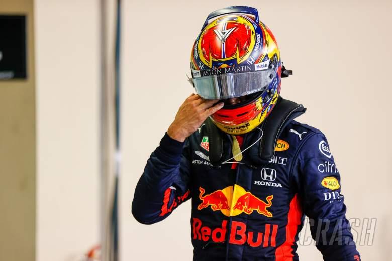 Alexander Albon (THA) Red Bull Racing di parc ferme.