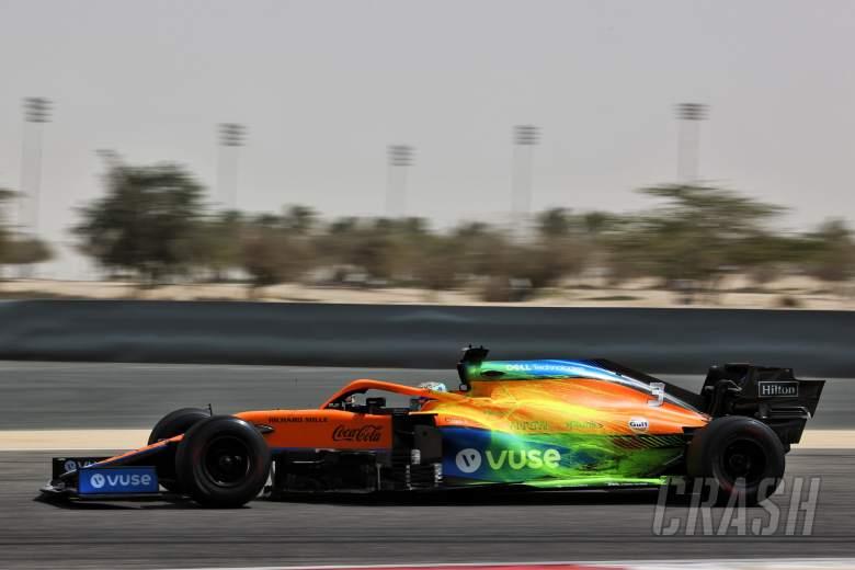 Daniel Ricciardo (AUS) McLaren MCL35M with flow-vis paint.