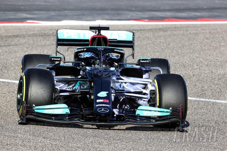 Lewis Hamilton (GBR) Mercedes AMG F1 W12 running flow-vis paint.