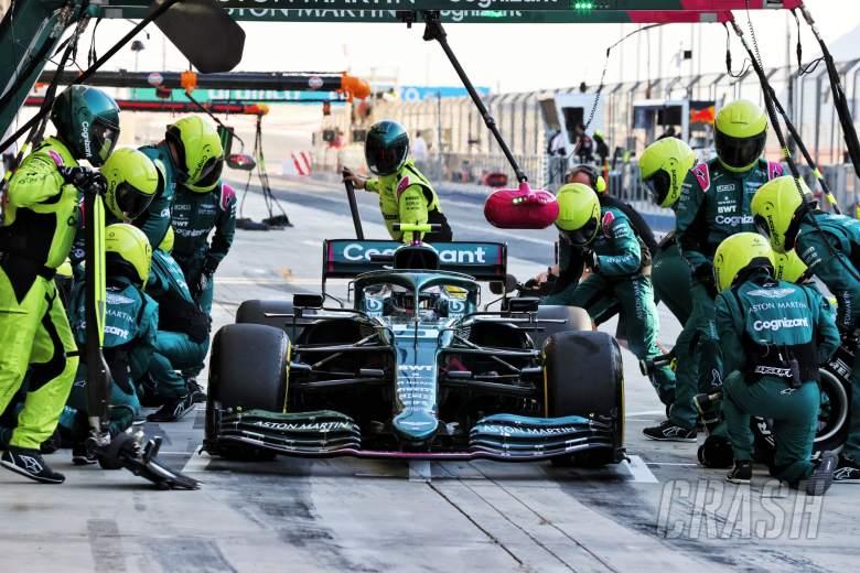 Sebastian Vettel (GER) Aston Martin F1 Team AMR21 practices a pit stop.