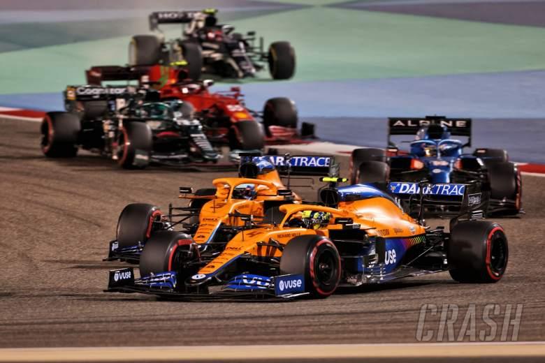 Lando Norris (GBR) McLaren MCL35M and Daniel Ricciardo (AUS) McLaren MCL35M battle for position.
