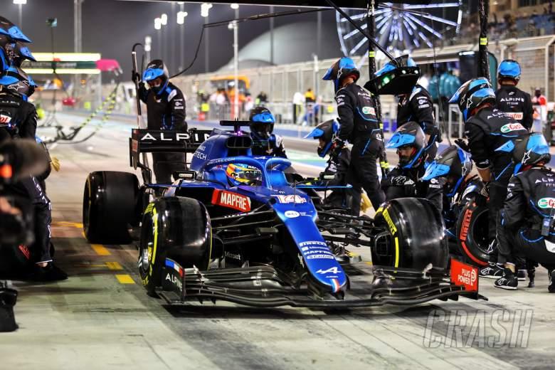 Fernando Alonso (ESP) Alpine F1 Team A521 makes a pit stop.