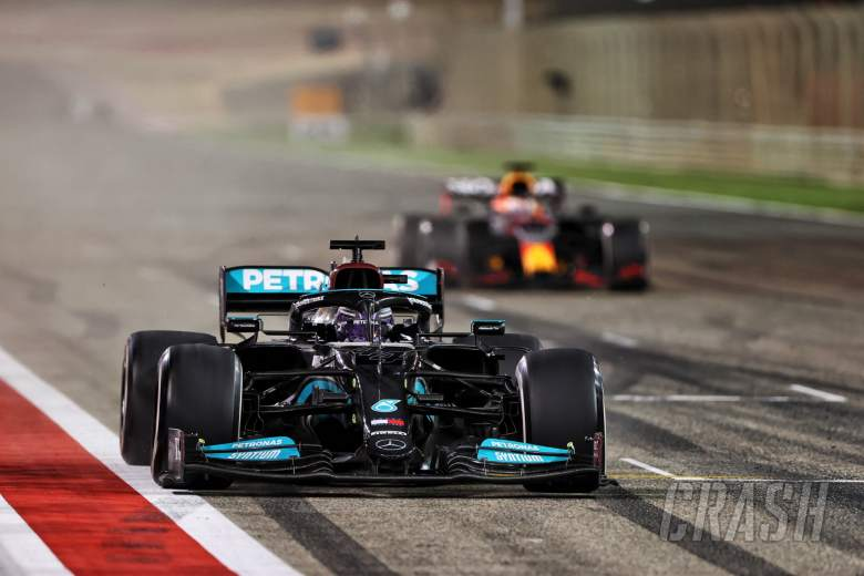 Race winner Lewis Hamilton (GBR) Mercedes AMG F1 W12 takes the chequered flag at the end of the race ahead of second placed Max Verstappen (NLD) Red Bull Racing RB16B.
