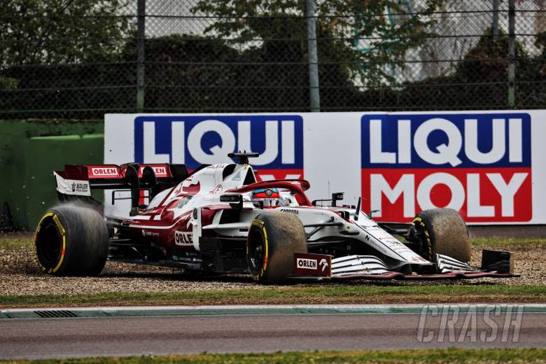 Kimi Raikkonen (FIN) Alfa Romeo Racing C41 rejoins the circuit.