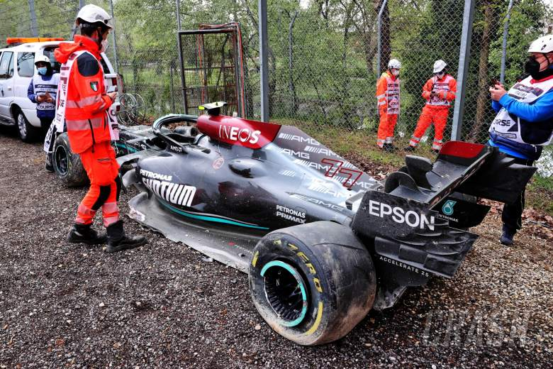 The damaged Mercedes AMG F1 W12 of Valtteri Bottas (FIN), who crashed out of the race.