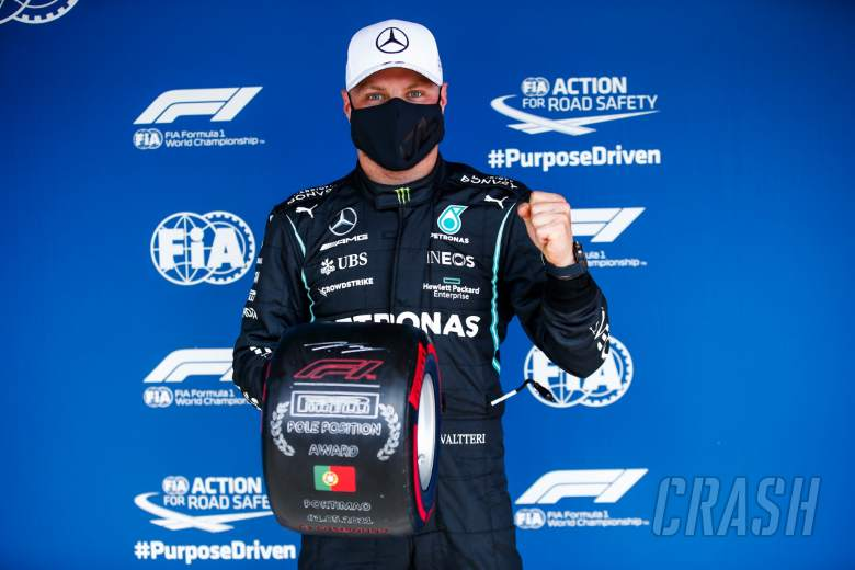 Valtteri Bottas (FIN) Mercedes AMG F1 celebrates with the Pirelli Pole Position Award in qualifying parc ferme.