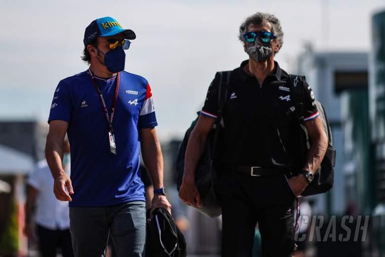 (L to R): Fernando Alonso (ESP) Alpine F1 Team with Edoardo Bendinelli (ITA) Alpine F1 Team Personal Trainer.
