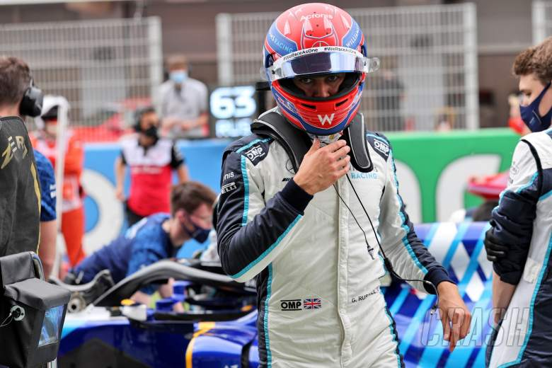 George Russell (GBR) Williams Racing on the grid.