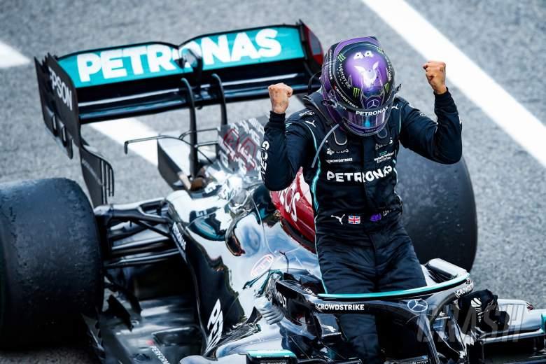 Race winner Lewis Hamilton (GBR) Mercedes AMG F1 W12 celebrates in parc ferme.
