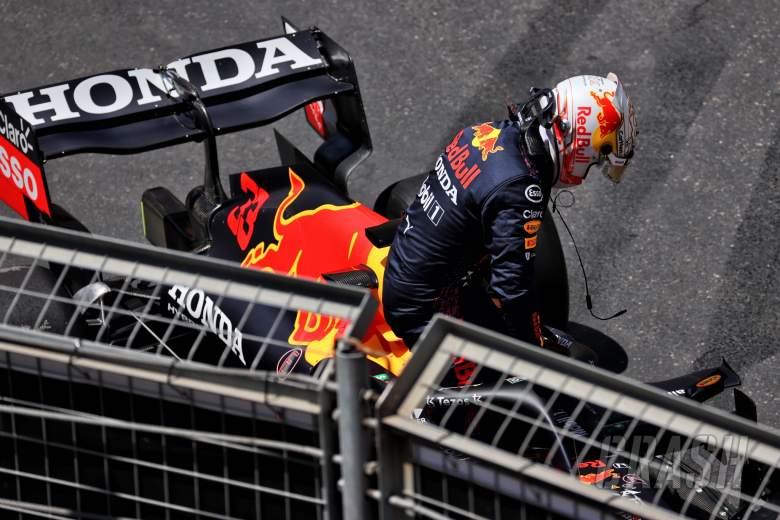 Max Verstappen (NLD) Red Bull Racing RB16B crashed in the third practice session.