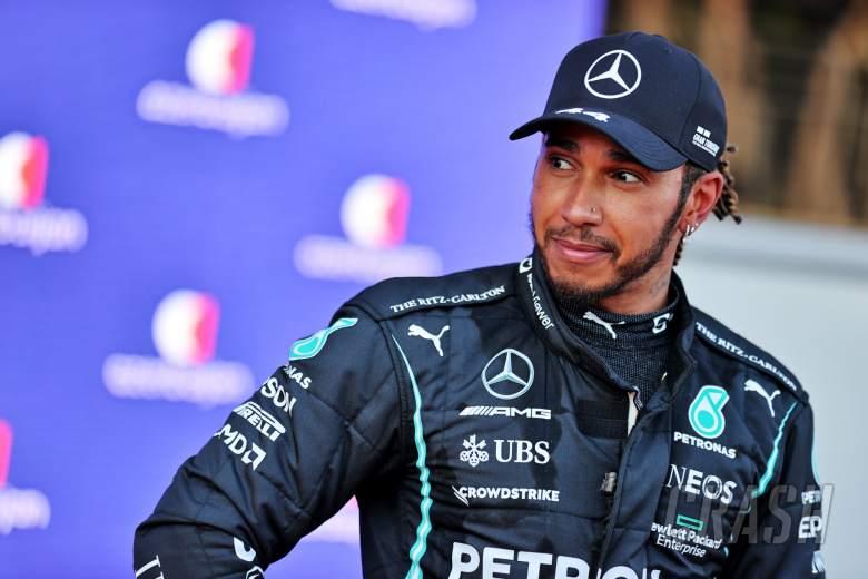 Lewis Hamilton (GBR) Mercedes AMG F1 di kualifikasi parc ferme.