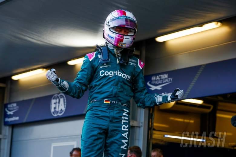 Sebastian Vettel (GER) Aston Martin F1 Team merayakan posisi keduanya di parc ferme.